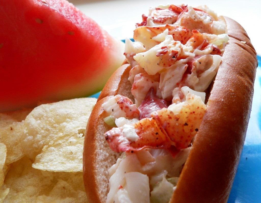 Disneyland Lobster Roll | Dave Tavres